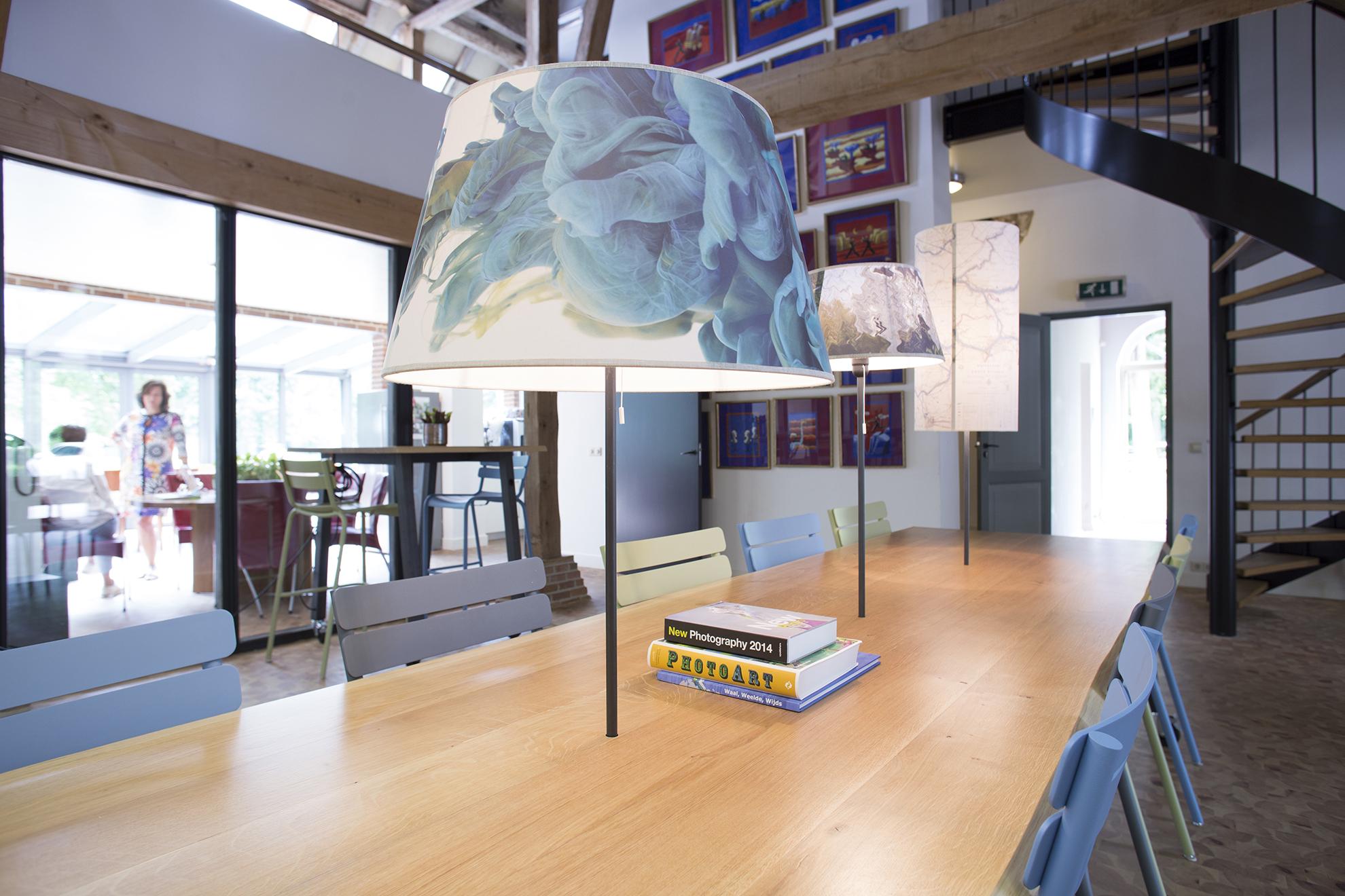 Koetshuis P2 leestafel zoom lampenkap