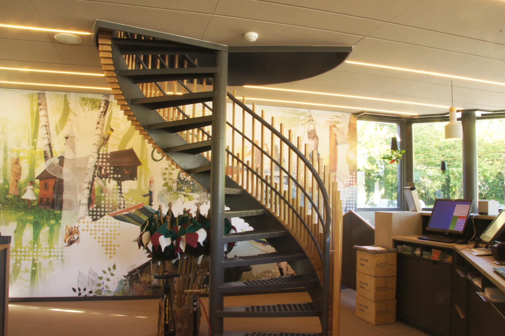 receptie vakantiepark ter spegelt ininterieurs muurprint trap