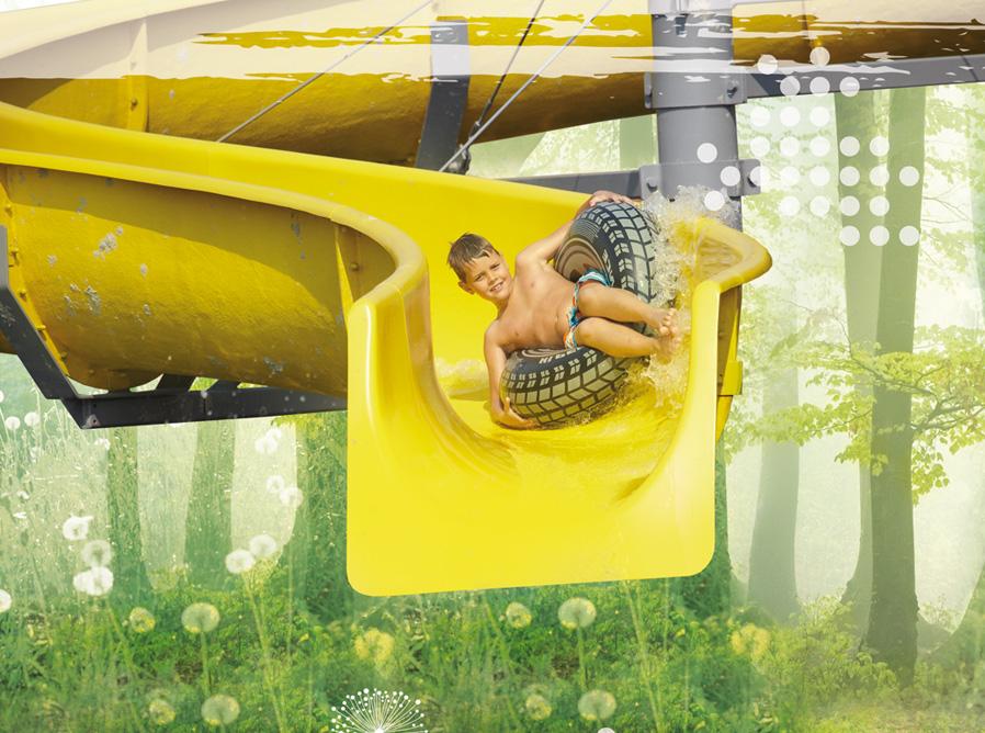 muurprint jongen in glijbaan geel