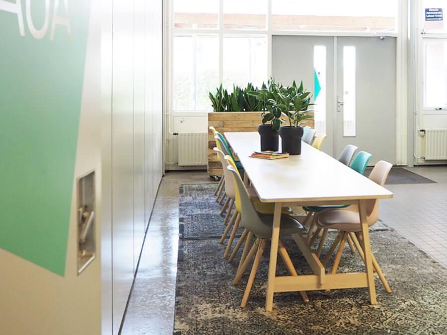 't-Antoon-school-herinrichting-huiskamer-entree-welkom-eettafels-by-INinterieurs