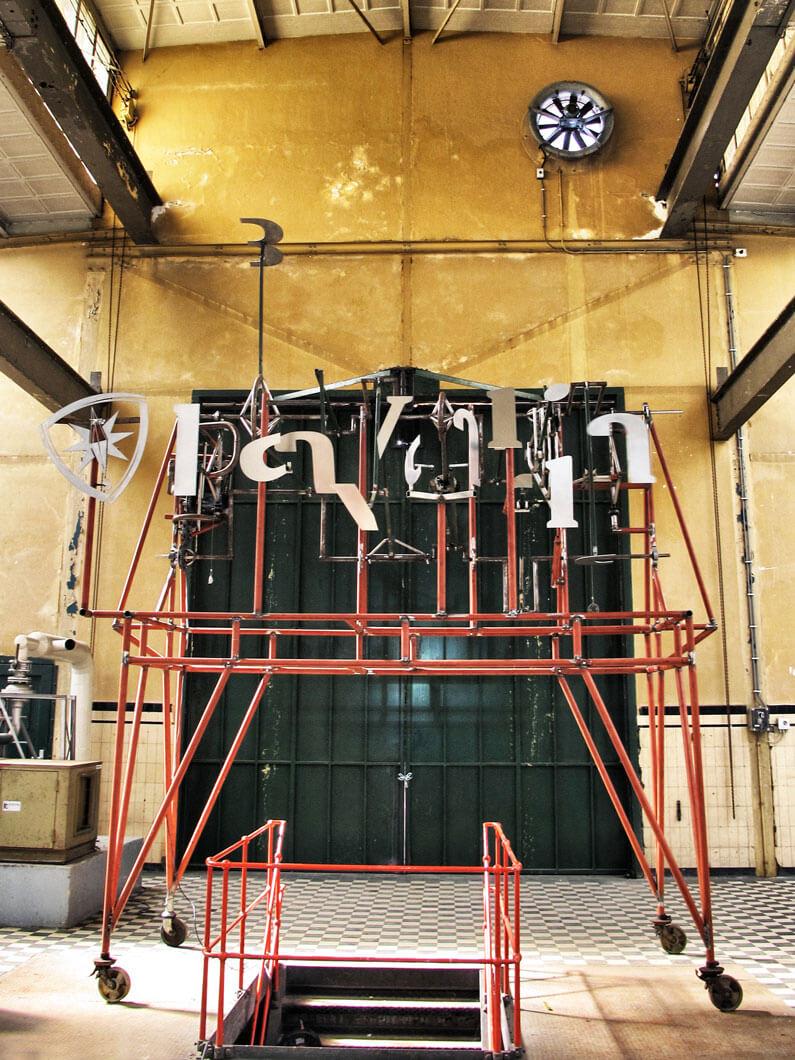 machinekamer-bavaria-branding-kinetisch-sculptuur-bavariabier-aangezicht-hoogte-portrait-concept-by-INinterieurs-795x1060