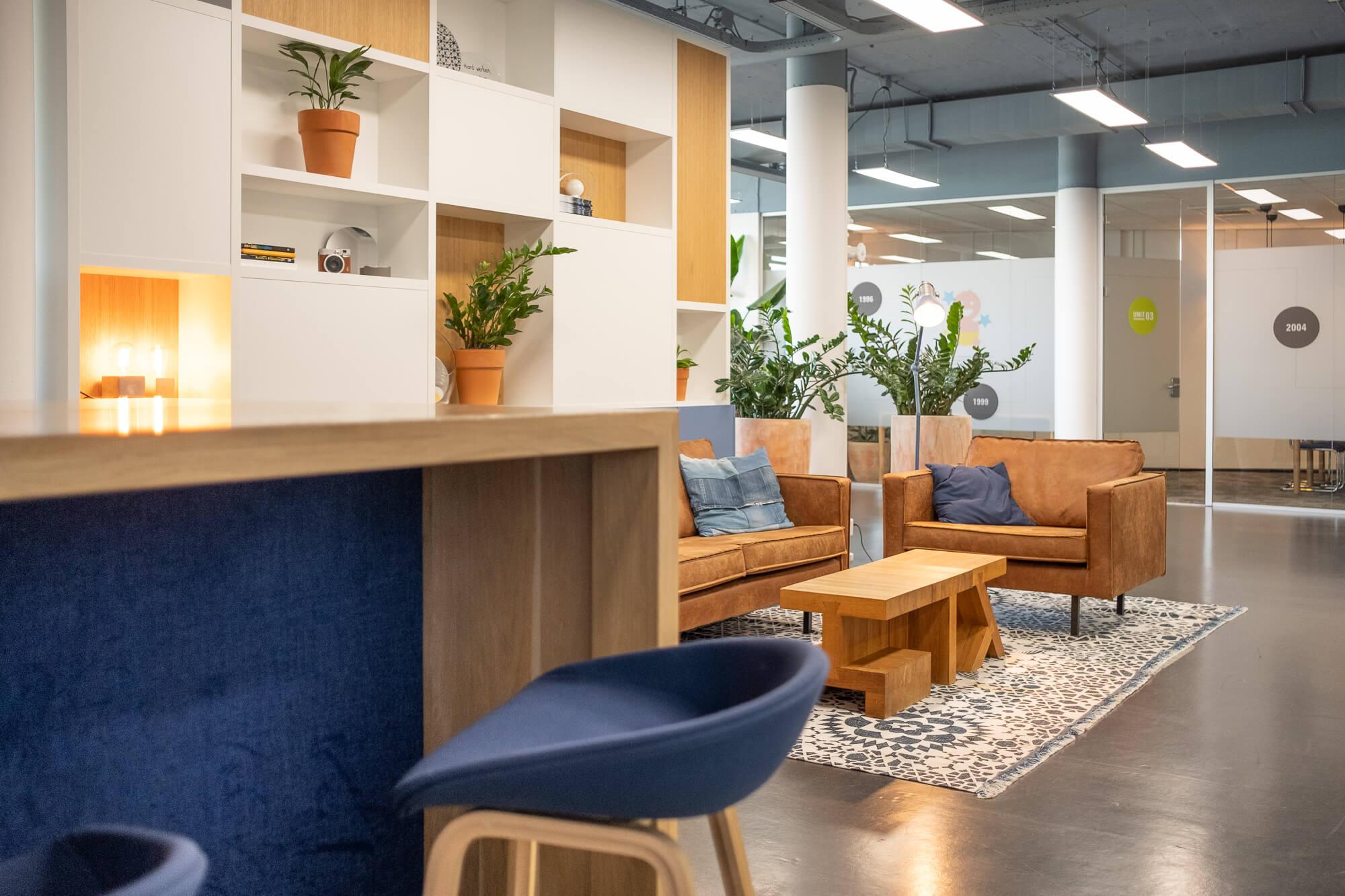 Interieurontwerper Den Haag : Uitstraling werkplek van finext in bink den haag door