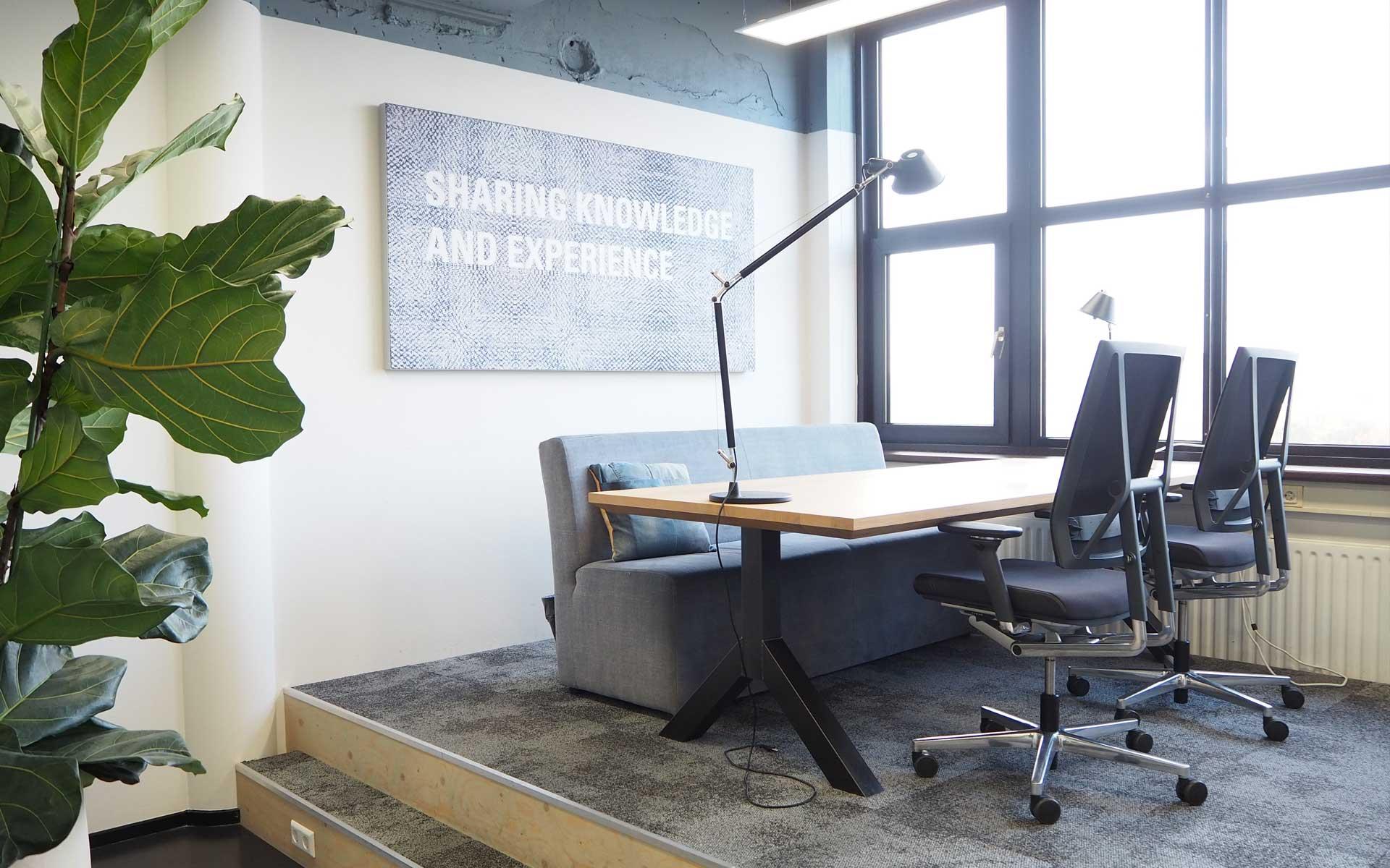 werkplek-inrichting-podium-met-uitzicht-fijn-werken