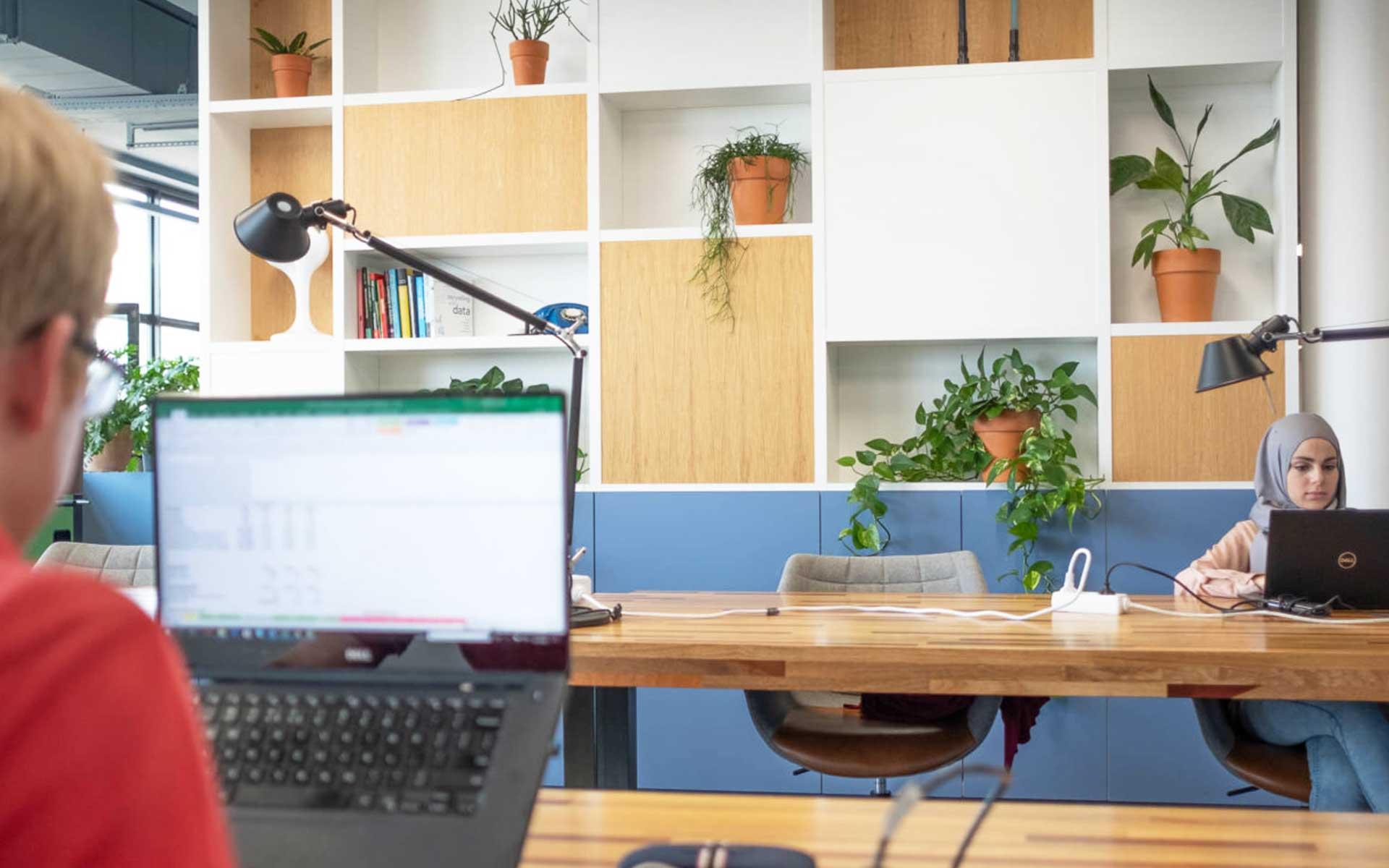 diversiteit-op-de-werkvloer-kantoor-talent-medewerkers-millenials-office-consultancy-interior-by-ininterieurs