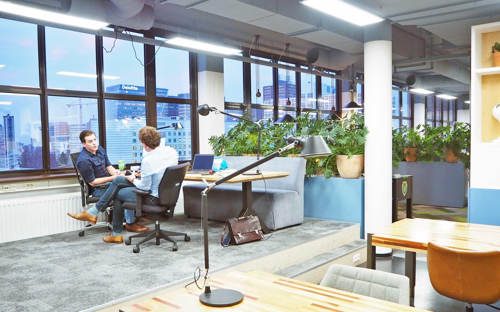 podium-kantoor-verhoogde-werkplek-tribune-skyline-den-haag-consultancy-kantoor-bink36